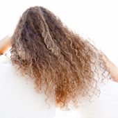 Der Haarausfall nach der Geburt durch 3 Monate nach